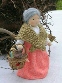 Mutter Erde - Mother Earth - I think this one is spectacular! Waldorf Crafts, Waldorf Toys, Spring Nature Table, Felt Fairy, Fairy Dolls, Soft Dolls, Felt Ornaments, Doll Patterns, Felt Crafts