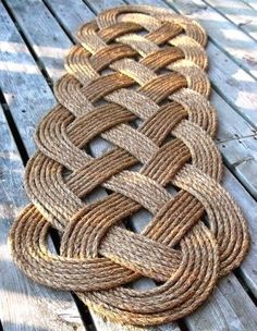 Get Creative with These 25 Easy DIY Rope Projects for Your Home Now! - Page 2 of 4 - Creative Clicks Rope Crafts, Decor Crafts, Diy And Crafts, Diy Décoration, Easy Diy, Simple Diy, Deco Marine, Rope Rug, Rope Decor