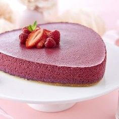Gâteau mousse de fruits rouges sur son lit biscuité Mousse Fruit, Gateaux Vegan, Fondant, Tupperware, Vanilla Cake, Tiramisu, Cooking Recipes, Cooking Ideas, Biscuits
