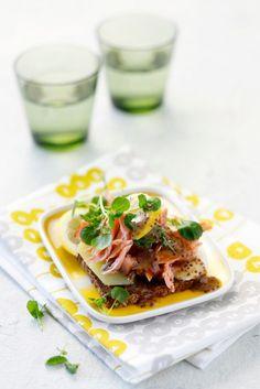Savulohileivät // Smoked Salmon Sandwiches Food & Style Elina Jyväs Photo Joonas Vuorinen Maku 2/2015, www.maku.fi