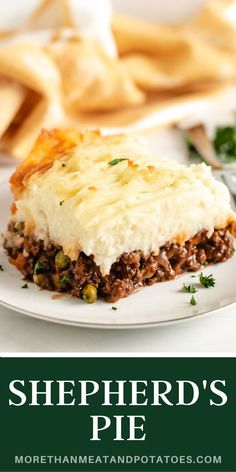 Laden with juicy ground beef, loaded with sautéed veggies, and layered with golden mashed potatoes, this Shepherd's Pie will feed your soul and your appetite! This savory dish is warm and hearty, the perfect way to end a chilly fall day. Easy Pasta Recipes, Entree Recipes, Easy Dinner Recipes, Seafood Recipes, Vegetarian Recipes, Easy Meals, Bbq Beef Sandwiches, Meat And Potatoes Recipes, Weekly Dinner Menu