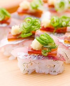 Enjoy hot springs, seasonal cuisine, and Traditional Japanese hospitality. Sushi Love, Best Sushi, My Favorite Food, Favorite Recipes, Deli Food, Japanese Sushi, Sushi Recipes, Food Presentation, Food Inspiration