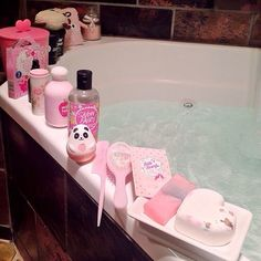 The is a great pink bath the bath bomb will turn it white so make shaw u put lots of pink I have the tisty tisty with rose bubbleroon