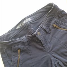 """Ankle zip pants Old Navy Rockstar skinny pants. Zipper detail at ankle & front pockets. Gray color. Size 2 petite. 28"""" inseam. 98% cotton & 2% spandex. Price firm unless bundled. Excellent used condition. No trades or PayPal! Old Navy Pants Skinny"""