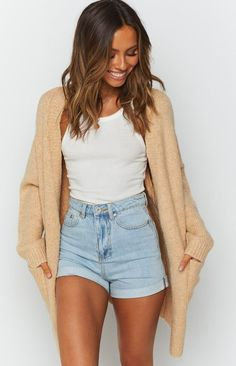 Cardigan Outfit Summer, Cardigan Style, Knit Cardigan, Cute Cardigan Outfits, Cream Cardigan Outfit, Oversized Cardigan Outfit, Cardigan And Shorts, Cream Sweater, Long Cardigan