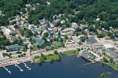 Meredith, New Hampshire.Small town beside Lake Winnipesaukee. First settled in Meredith Nh, Relaxing Places, Covered Bridges, Historic Homes, New Hampshire, Travel Usa, New England, Dolores Park, Beautiful Places