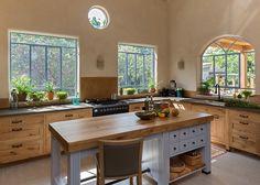 kitchen cabinets by Touchwood מטבחים כפריים Narrow Kitchen Island, Open Plan Kitchen, Home Decor Kitchen, Kitchen Dining, Kitchen Cabinets, Cozy Kitchen, Cottage Kitchens, Home Kitchens, Classic Kitchen