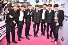 Không chỉ thắng giải, BTS còn được Vogue bình chọn là nhóm nhạc mặc đẹp nhất tại Billboard Music Awards - Ảnh 2.
