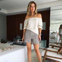 Helena Lunardelli com shorts SHOULDER em linho listrado