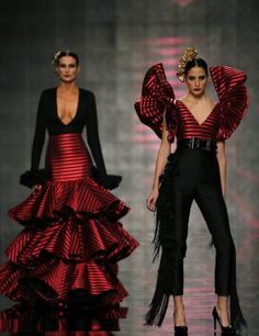 Models present creations by Vicky Martin Berrocal during the International Flamenco Fashion Show SIMOF in the Andalusian capital of Seville February (Photo by Marcelo del Pozo/Reuters) Haute Couture Style, Couture Mode, Couture Fashion, Spain Fashion, Fashion 2020, High Fashion, Fashion Show, Fashion Design, Beautiful Dresses