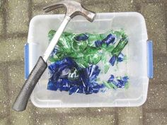 Making Fake Sea Glass at Home - Daily Good Pin Sea Glass Crafts, Sea Glass Art, Seashell Crafts, Beach Crafts, Sea Glass Jewelry, Mosaic Glass, Fused Glass, Mosaic Tiles, Broken Glass Art