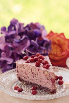 raw wild strawberry cheesecake