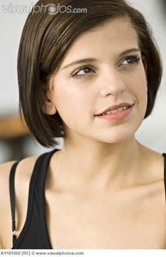 razor haircut chic bob haircut with side swept bangs 2268