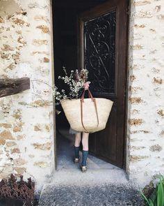"""4,475 """"Μου αρέσει!"""", 148 σχόλια - Cécile Molinié (@cecilemoli) στο Instagram: """"How we like our to spend our spring holidays... #fillingthehousewithflowers #childhoodmemories"""""""