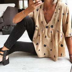 """4f72be59 Anne-So on Instagram: """"Noir & Camel Blouse @boutiquekeva Jean #zara"""
