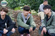 Image may contain: 4 people Chanwoo Ikon, Hanbin, Korean Celebrities, Celebs, Funny Fights, Lovey Dovey, Yg Entertainment, Boyfriend Material, K Idols