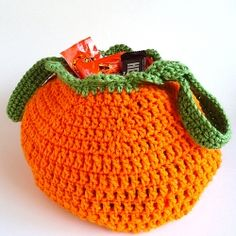 Pumpkin Trick Or Treat Bag. Free Pattern just in time for Halloween. Quick project, perfect for beginners.