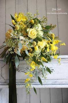 ブーケ 黄色 ワイルドブーケ ナチュラルブーケ Yellow White Wedding, Yellow Wedding Flowers, Yellow Flowers, Floral Wedding, Yellow Bouquets, Floral Bouquets, Floral Centerpieces, Floral Arrangements, Flower Decorations