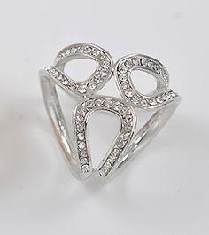 Elegantná brošňa v tvare prstenca v striebornej úprave s kryštálmi