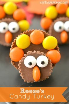 Reese's Candy Turkey Recipe Using Reese's peanut butter cups and Reese's pieces, you can create these super cute Reese's Candy Turkeys that are perfect for a Thanksgiving treat or craft for the kids. Thanksgiving Baking, Thanksgiving Desserts Easy, Thanksgiving Cookies, Thanksgiving Decorations, Thanksgiving Activities, Thanksgiving 2020, Thanksgiving Crochet, Thanksgiving Prayer, Holiday Baking