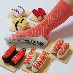 Fun to look at and wear! Your sock drawer will never be the same again with these extremely convincing sushi socks! They look just like delicious sushi when rolled up and create the perfect gift for fans of Japanese cuisine. Dr Shoes, Sock Shoes, Crazy Socks, My Socks, Types Of Sushi, Frankie Magazine, Tokyo Otaku Mode, Pastel Grunge, Funny Socks
