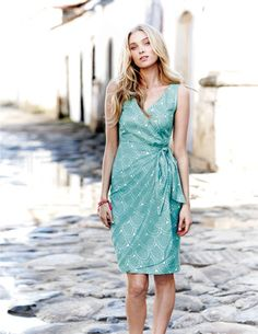 Ive spotted this @BodenClothing Portofino Dress - love the cool, casual, but still classy look