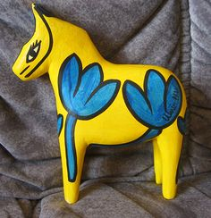 Dala horse 7 inch. Yellow Hydman-Vallien RARE signed Swedish