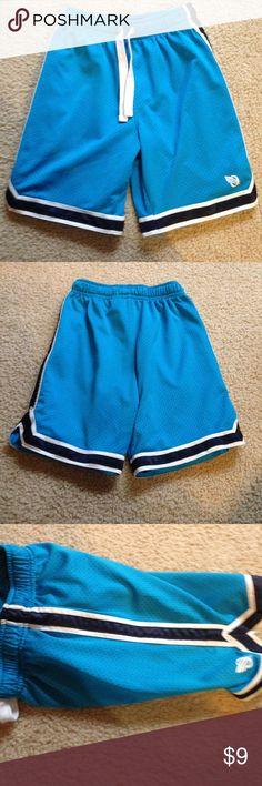 Blue Oshkosh shorts size 7 Excellent used condition shorts. Blue with shades of blue & white accents OshKosh B'gosh Bottoms Shorts