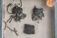 Textile Fragments Viking Uppland Vikings Time, Norse Vikings, Norse People, Viking Dress, Viking Clothing, Early Middle Ages, Archaeological Finds, Textiles, Gold Ornaments