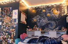 I love the starry night on the wall <3