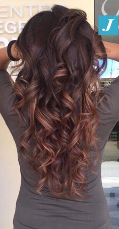 32 Inspiring Fall Hair Colors Ideas For 2019 - So long, Summer! The leaves are changing, thus should your hair! Changing your hair color to catch the magnificence of Autumn leaves is an extraordina. Brown Hair Balayage, Hair Color Balayage, Ombre Hair, Hair Highlights, Copper Highlights, Fall Hair Colors, Brown Hair Colors, Fall Hair Color For Brunettes, Brunette Hair Colors