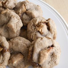 Apple Pie Cookies| The apple cinnamon cookie is filled with homemade caramel sauce!