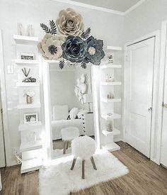 Easy Shoe Storage and Closet Organization Ideas – – Zimmer ideen Girls Bedroom, Bedroom Decor, Master Bedroom, Mirror Bedroom, Master Suite, Marble Bedroom, Master Master, Single Bedroom, Bedroom Retreat