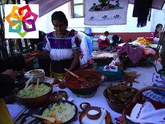 MICHOACÁN MÁGICO, te dice. La cocina  de Pátzcuaro es reconocida por su diversidad de platillos que conjugan tanto platillos prehispánicos tradicionales, como son: el pescado blanco, los tamales tarascos, los uchepos y los tamales de ceniza junto a otros como los sabrosos tamales de zarzamora y las corundas. http://www.recorriendomichoacan.com