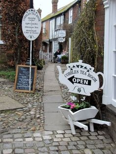The Cobbles Tea Room, Rye, East Sussex, England♥ Tea Cakes, My Tea, Homemade Cakes, Tea Recipes, Afternoon Tea, Afternoon Delight, Shop Signs, High Tea, Tea Time