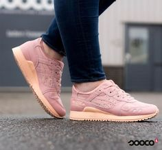 pink and peach ❤️ https://www.sooco.nl/asics-gel-lyte-iii-roze-lage-sneakers-29316.html