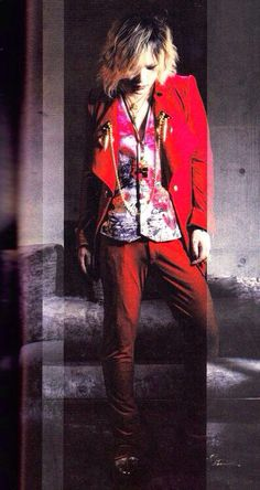 Ruki (The GazettE). Damn, they've got full body pictures too? Someone save me!