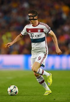 Robert Lewandowski of Bayern München runs with the ball during the UEFA Champions League Semi Final, first leg match between FC Barcelona and FC Bayern München at Camp Nou on May 6, 2015 in Barcelona, Catalonia.