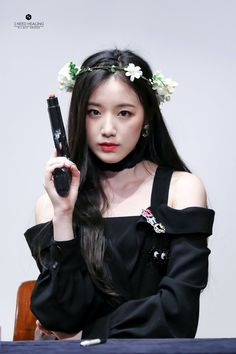 the g is silent Kpop Girl Groups, Korean Girl Groups, Kpop Girls, Extended Play, Mini E, Soo Jin, Lucas Nct, Cube Entertainment, Soyeon