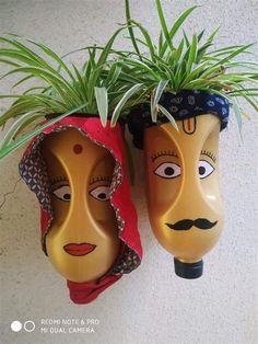 Plastic Container Crafts, Plastic Bottle Planter, Reuse Plastic Bottles, Plastic Bottle Crafts, Diy Bottle, Diy Home Crafts, Fun Crafts, Flower Pot Crafts, Painted Flower Pots