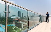 Barandal de Acero Inoxidable , Cristal templado. Terrace Grill, Terrace Garden, Glass Railing System, Glass Balcony, Glazed Glass, Glass Fence, Glass Balustrade, Balcony Railing, Railing Design