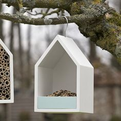 23 DIY Bird Feeder and Bird Houses Ideas to Cherish your Backyard - Diy Craft Ideas & Gardening Outdoor Projects, Garden Projects, Wood Projects, Bird House Feeder, Diy Bird Feeder, Modern Bird Feeders, Bird Tables, Backyard Trees, Bird House Kits