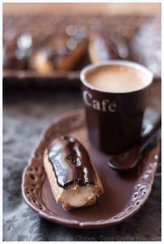 Coffee and chocolate eclair. photography inside the cafe Coffee Cafe, Coffee Drinks, Coffee Shop, Espresso Coffee, Cozy Coffee, Espresso Shot, Coffee Menu, Coffee Dessert, Coffee Poster
