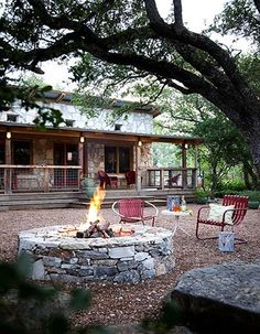 7 Wonderful Diy Ideas: Fire Pit Wedding Mason Jars fire pit seating in ground.Fire Pit Seating In Ground rectangular fire pit backyard. Fire Pit Wall, Fire Pit Decor, Small Fire Pit, Modern Fire Pit, Landscaping Austin, Landscaping Ideas, Corner Landscaping, Driveway Landscaping, Landscaping Software