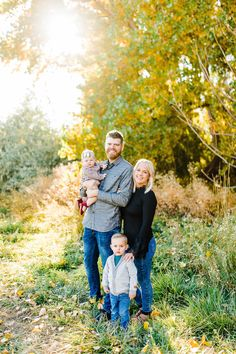 Cutest fall family session by utah photographer, Truly Photography. Large Family Pictures, Family Pictures What To Wear, Family Photos With Baby, Family Picture Poses, Fall Family Photos, Fall Pictures, Picture Ideas, Photo Ideas, Baby Family