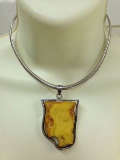 HUGE VINTAGE GENUINE BALTIC EGG YOLK CHUNK AMBER PENDANT CHOKER NECKLACE MODERNI