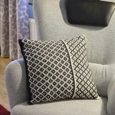 Throw Pillows, Knitting, Elegant, Bed, Home Decor, Threading, Classy, Toss Pillows, Decoration Home