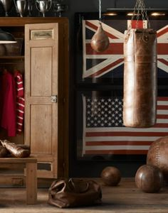 20 Vintage Sport Decorations for Man Cave - Man cave - Home Gym Vintage Sports Decor, Home Gym Design, Man Cave Home Bar, Man Cave Loft, Gym Decor, Gym Room, Punching Bag, Workout Rooms, Vintage Leather