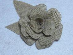 Una linda flor en tela satin,... utilizala como broche para ropa, accesorios para el cabello, para decorar balacas... facil y economica de elaborar.... puede...