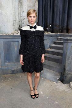 Clémence Poésy en Chanel haute couture http://www.vogue.fr/mode/inspirations/diaporama/les-looks-du-mois-de-juillet-des-podiums-a-la-realite-chanel-versace-valentino-dolce-gabbana-lanvin-balmain/14642/image/808202#clemence-poesy-en-chanel-haute-couture